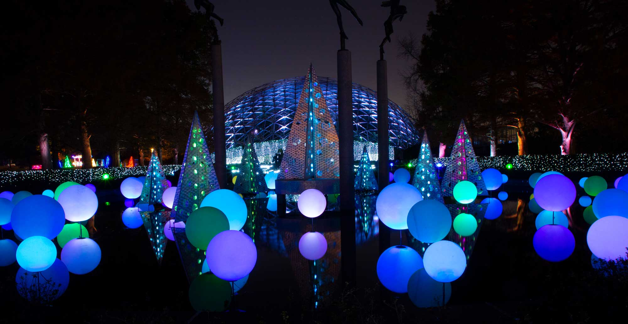 Things To Do On Christmas Eve 2020 Botanical Gardens St.Louis Garden Glow at Missouri Botanical Garden