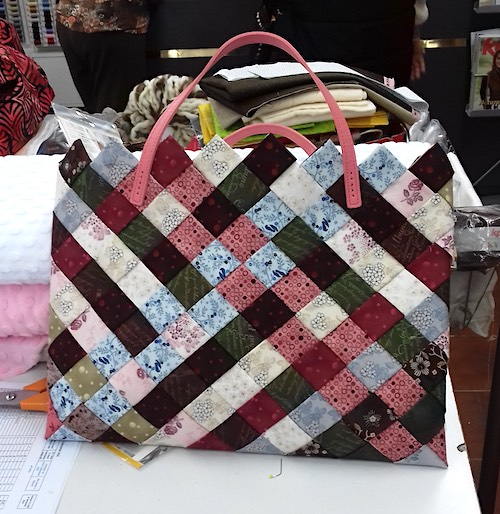 Sac patchwork avec anses roses